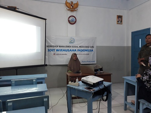 Workshop Manajemen Sosmed Bagi Guru SDIT Wirausaha Indonesia