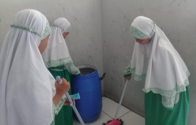 Pendidikan Karakter Peduli Lingkungan bagi Siswa SWI Islamic School