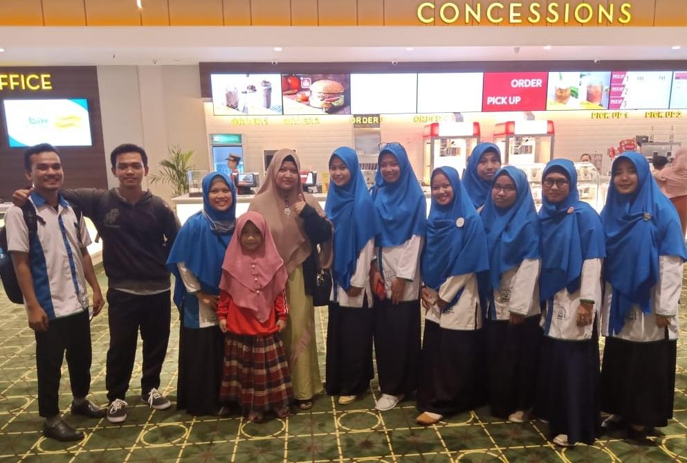 Menonton Hayya Bersama Guru SDIT Wirausaha Indonesia