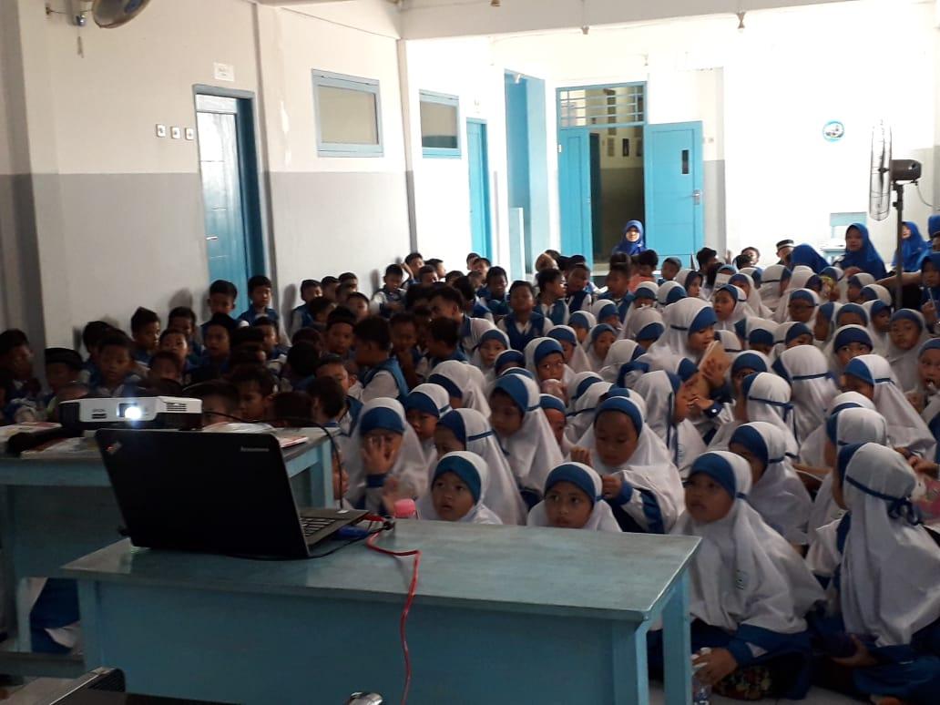 Siswa SWI Islamic School Nobar Film Penghianatan PKI