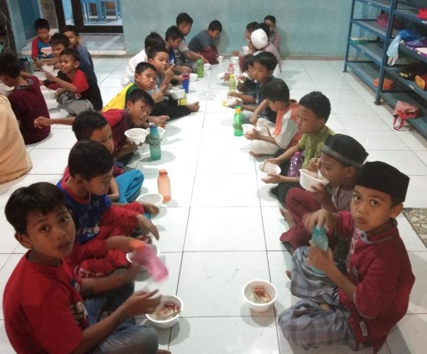 Makan Bersama, Saat yang Membahagiakan Kami