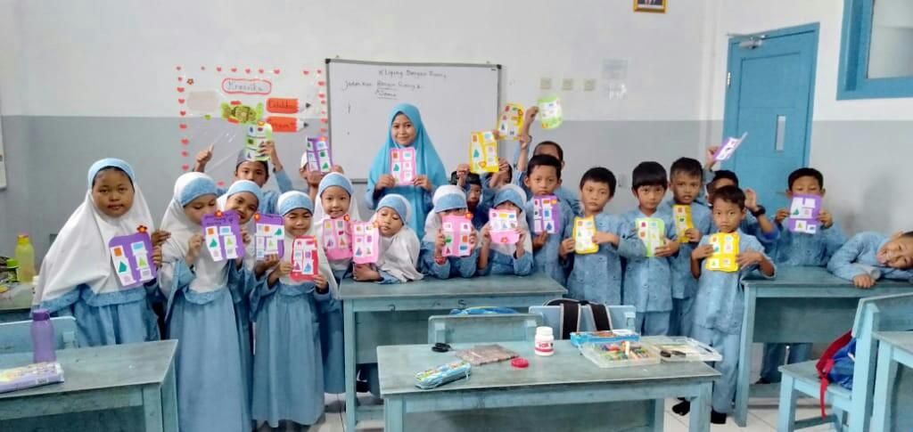 SWI Islamic School Praktik Membuat Kliping Bangun Ruang