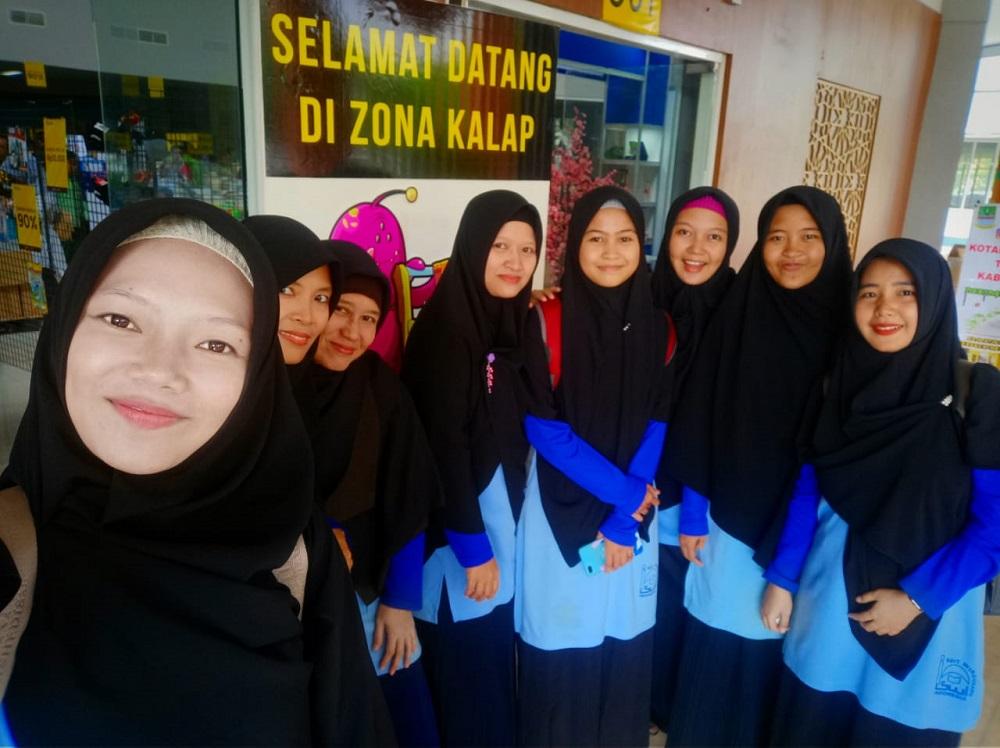Guru-Guru SDIT Wirausaha Indonesia Mengunjungi Pameran Buku