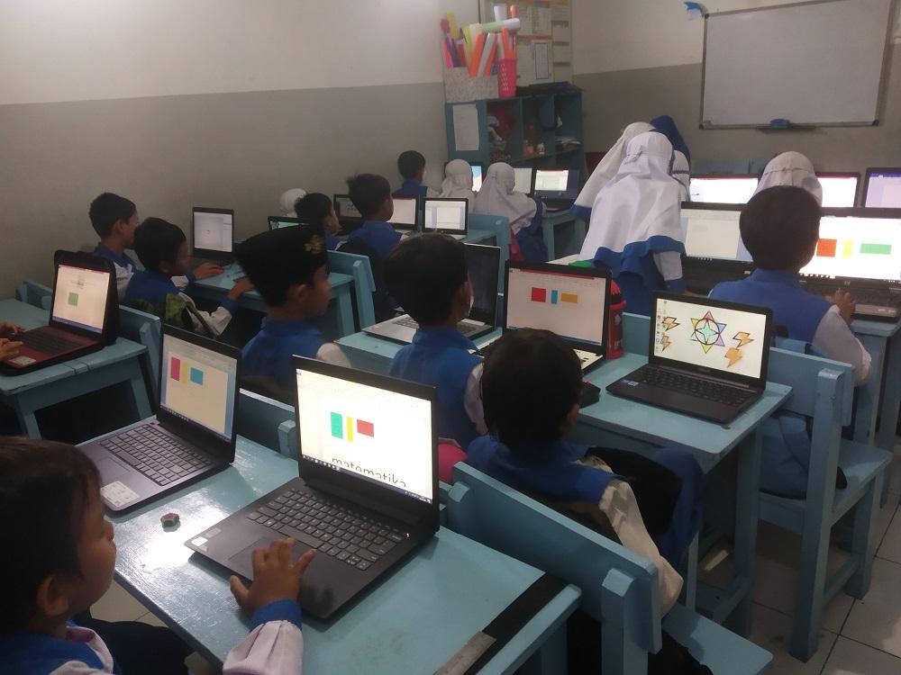 Penggunaan Laptop di Kelas 3 SWI Islamic School
