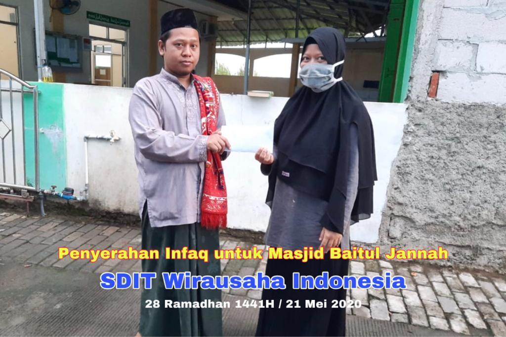 SDIT Wirausaha Indonesia Serahkan Infaq Untuk Masjid Baitul Jannah