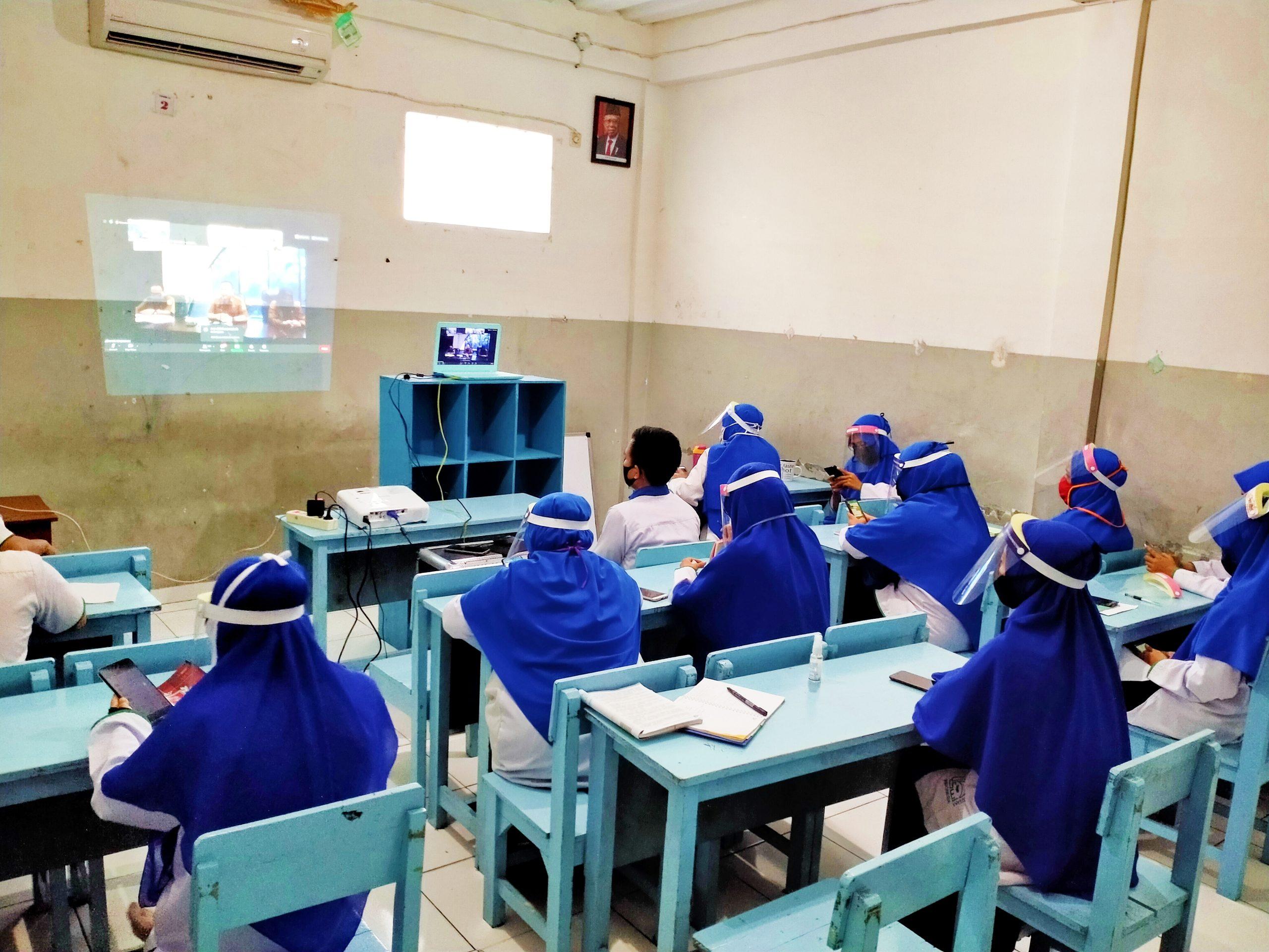 Guru SWI Ikuti Rapat Virtual Awal Tahun Ajaran Baru Bersama Kepala Dinas