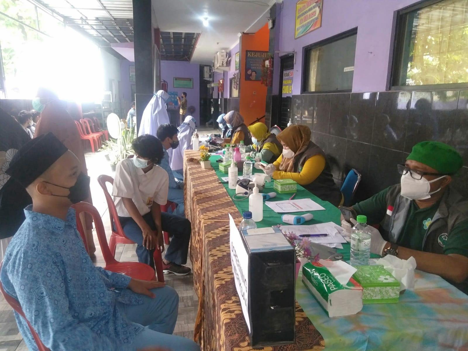 Pelaksanaan Vaksin Covid-19 untuk Siswa SMPIT Wirausaha Indonesia